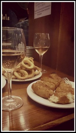 Restaurante Bodegas Mazon : Tapas : rabas, croquetas y vino de casa ;)