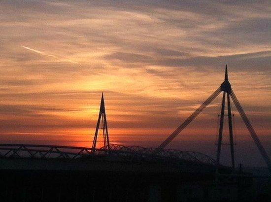 Cardiff On Foot: Sunset over the Millennium Stadium