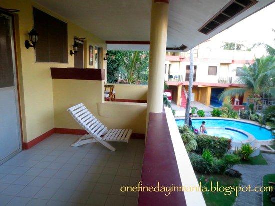Lost Horizon Beach Dive Resort: Deluxe Room Balcony