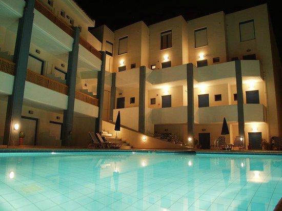 Yacinthos Hotel