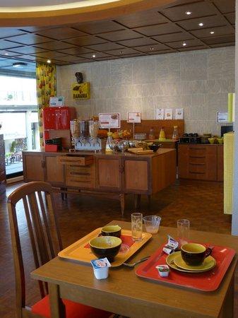 Ibis Styles le Havre Centre : Salle à manger, ambiance 50's