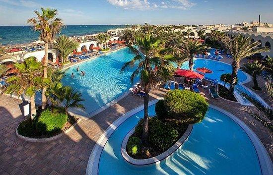 SENTIDO Djerba Beach: Vue piscine et plage