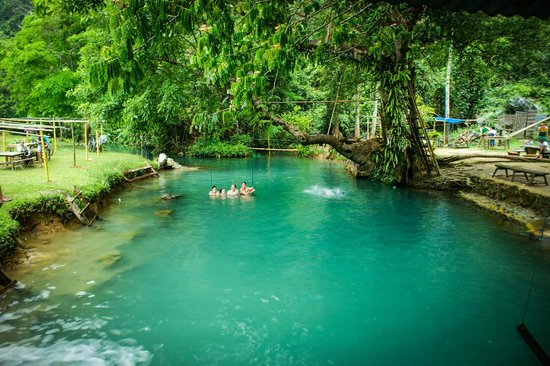 Tham Phu Kham Cave and Blue Lagoon : blue lagoon