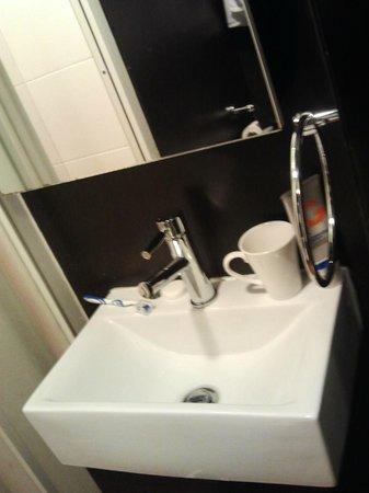 Bridal Tea House Hotel Yau Ma Tei: lavabo
