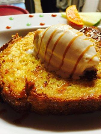 Aux Fourneaux : Brioche vendéenne perdue, sauce caramel au beurre salé et glace Petit Beurre