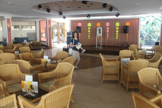 Hipotels La Geria: Bar and Entertainments room