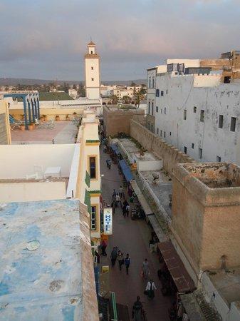 Riad Al Madina : Vue sur la rue Attarine depuis une des terrasses