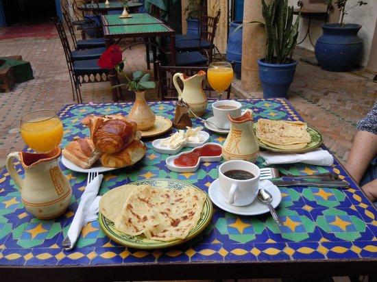 Riad Al Madina : Petit-déjeuner dans le patio