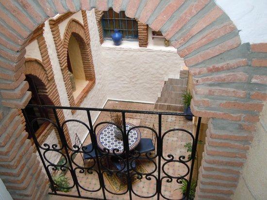 Riad Al Madina : Vue depuis un escalier donnant dans les étages