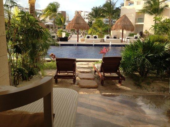 Beloved Playa Mujeres: Swim up room