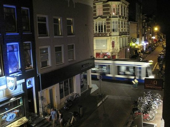 Amistad Hotel : Close to trams but quiet street