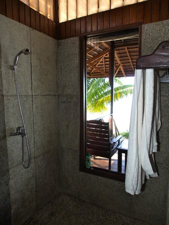 Nunukan Island Resort: Dusche mit Blick aufs Meer
