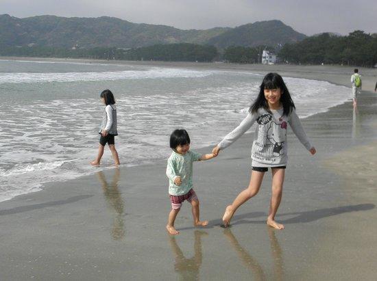 Kyukamura Minami-Izu: 弓ヶ浜ではしゃぐ孫たち