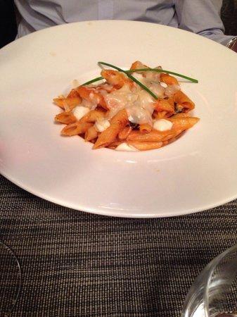 Le Fetiche: Pennes à la mozzarella, aubergine, sauce tomate et parmesan