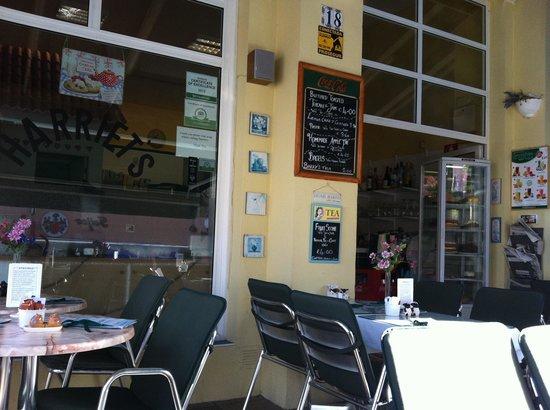 Harriet's Tea Room and Restaurant: Terraza, pequeña pero acogedora