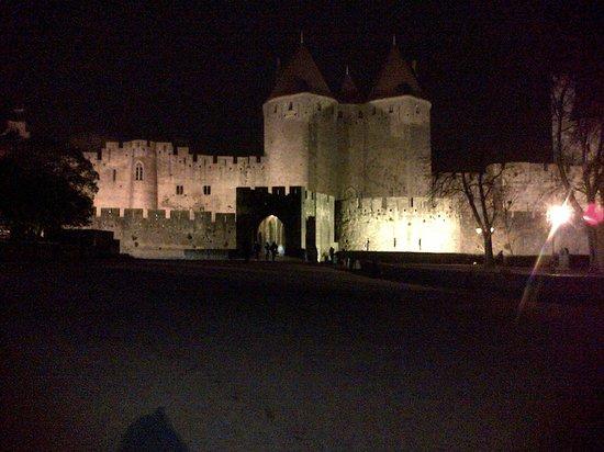 Mercure Carcassonne La Cite Hotel: La cité la nuit