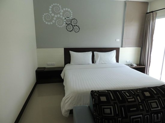 Phavina Serviced Residence: King size bed