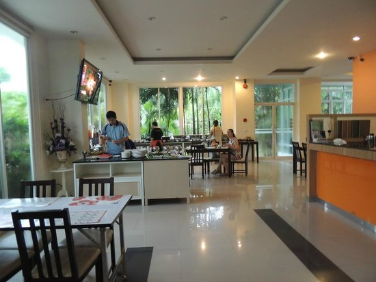 Phavina Serviced Residence: Breakfast is good and various.