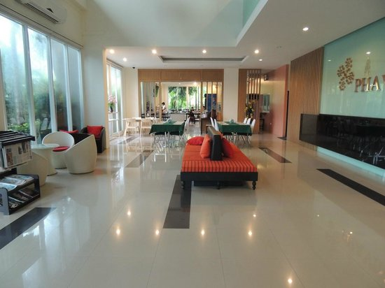 Phavina Serviced Residence: Lobby view with dining room at the end
