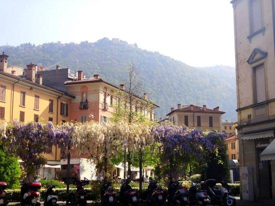 Bellavista Boutique Hotel: Bellavista, Brunate (at top of mountain) as seen from Como