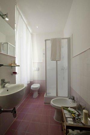 Blue Suite Vatican : Bagno con doccia idromassaggio