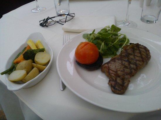 Kingsmills Hotel: Sirloin Steak & Seasonal Veg