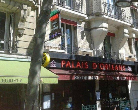 Palais Orleans: L'extérieur