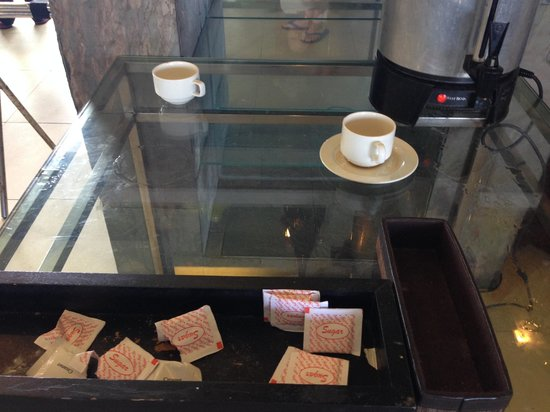 Summit Ridge Tagaytay : Not even a decent coffee cup