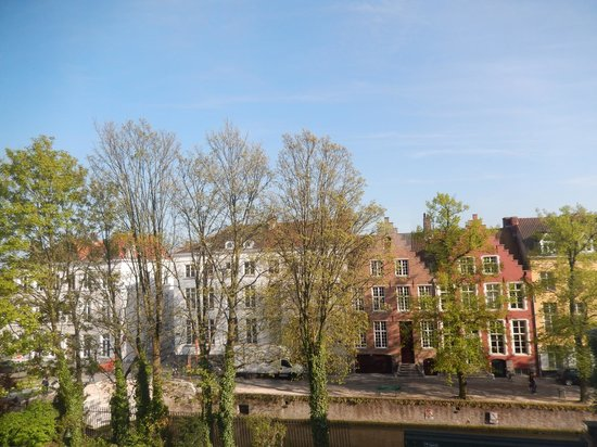 Grand Hotel Casselbergh Bruges: View from Bedroom