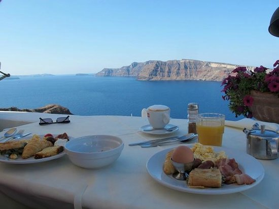 Fanari Villas: Breakfast at the restaurant.