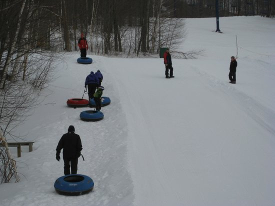 Smugglers' Notch Resort : Snowtubing on Sir Henry's Hill