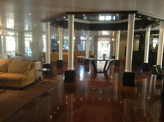 LUX* Saint Gilles : Hall d'entrée - réception