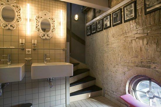 Badkamer van een kamer in het reservoir - Foto van Villa Augustus ...