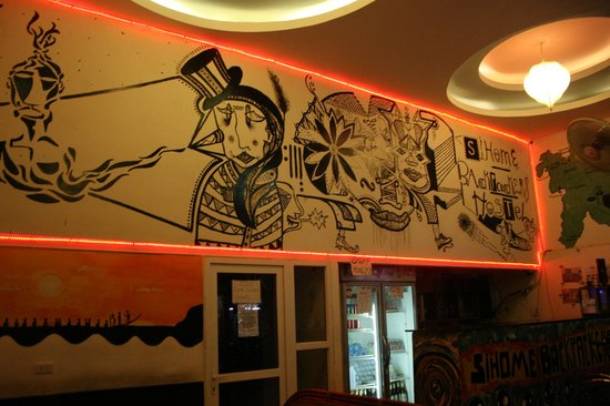 Funky Monkey Hostel: Check-in are