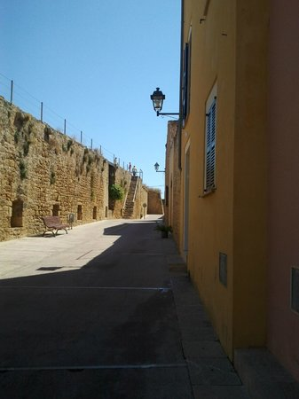 Alcudia Old Town : Лестница, ведущая на стену