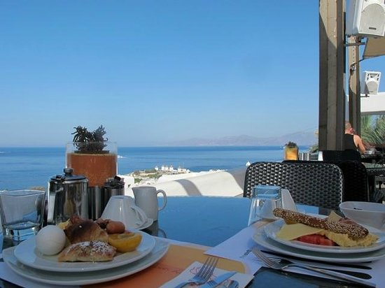 Elysium Hotel: View from breakfast