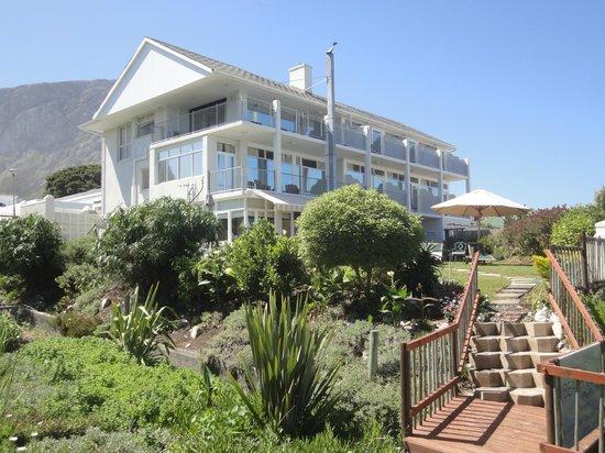 Hermanus Beach Villa: Villa mit hübschen Garten