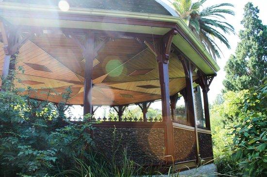 Royal Botanic Gardens Victoria - Melbourne Gardens: Rose Pavilion