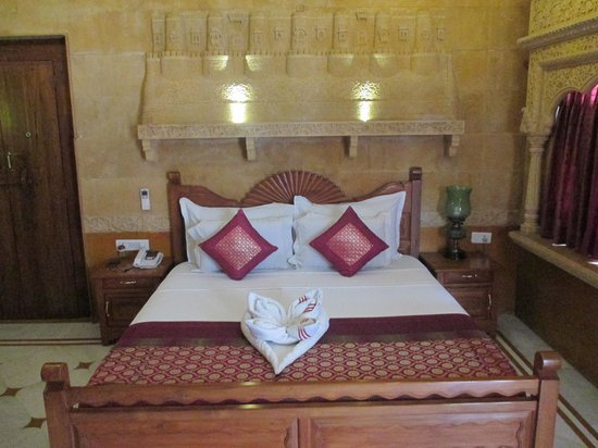 Pearl Palace Heritage - The Boutique Guesthouse: Jaisalmer Room - lined with exquisite carvings in Jaisalmer sandstone.