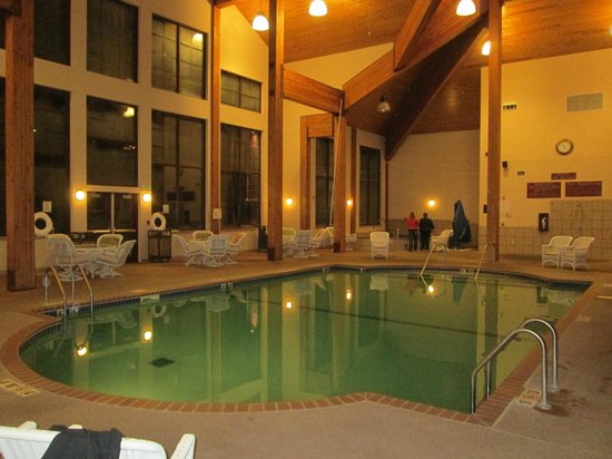 Norfolk Lodge & Suites Ascend Collection: Pool & Spa area