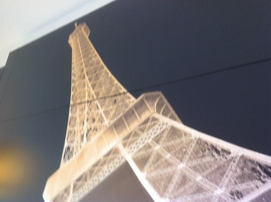 Mercure Paris Centre Eiffel Tower Hotel : over bed