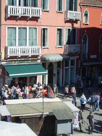 B4 Bellini Venezia : Small cafe/bar next dood