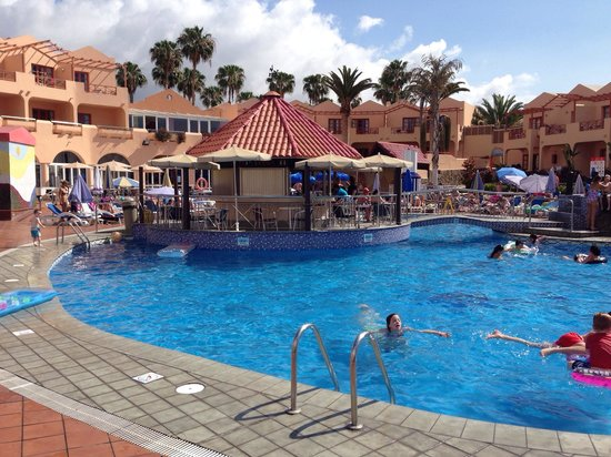 Turbo Club: Main pool and bar!