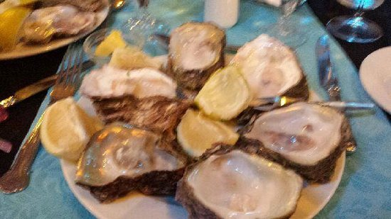 JJ's Restaurant: 6 Oysters to fill a dinner plate