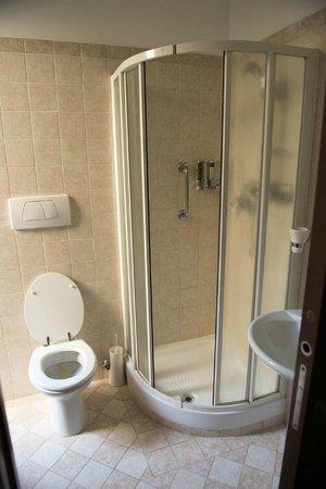Daphne Trevi: Bathroom (shared)