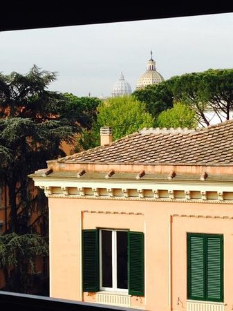 Hotel Farnese : view from roof terrace at breakfast.