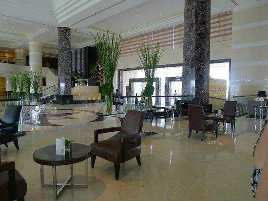 Radisson Blu Cebu: The Lobby