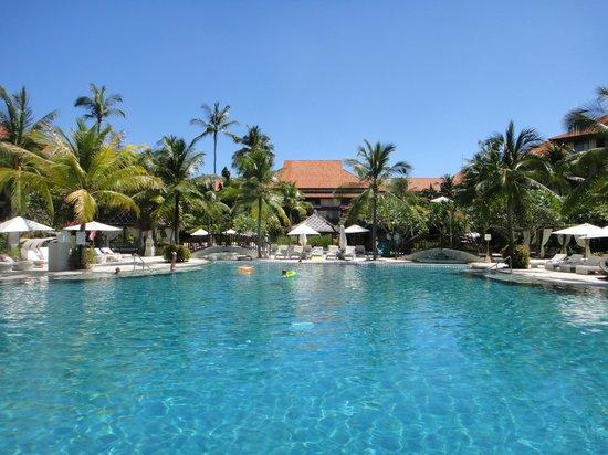 The Westin Resort Nusa Dua, Bali : プールから見たホテル