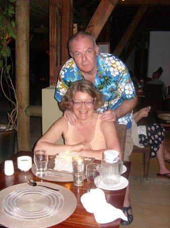 Emeraude Beach Attitude : Yveline et Serge au restaurant