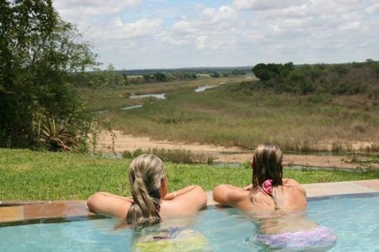 Ngwenya Lodge : view from our infinity pool